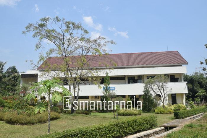 Gedung-Laboratorium-Fisika-Kimia-dan-Biologi